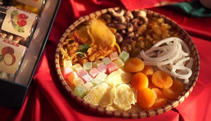 Mứt Tết là một nét văn hóa ẩm thực ngày Tết của dân tộc. Các món mứt ở Nam Bộ có hương vị ngọt ngào. Một khay mứt Tết được bày đầy đủ tất cả các món để nhâm nhi, đầy đủ các loại mứt với nhiều màu sắc khác nhau, phong phú và đa dạng. Mứt tết có ý nghĩa dinh dưỡng, y học nếu biết cách ăn hợp lý và vừa phải.