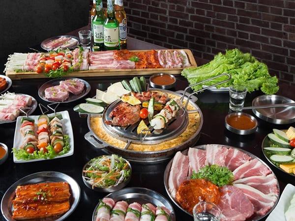 Thịt tươi ngon và được tẩm chuẩn vị thịt nướng Hàn Quốc cùng với không gian thoáng mát, trẻ trung, là một điểm cộng lớn của Buk Buk.
