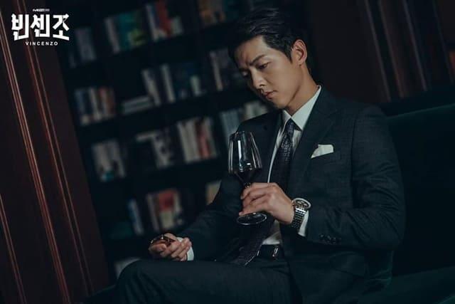 Song Joong Ki đảm nhận vai Park Joo Hyung/ Vincenzo Cassano trong phim Vincenzo