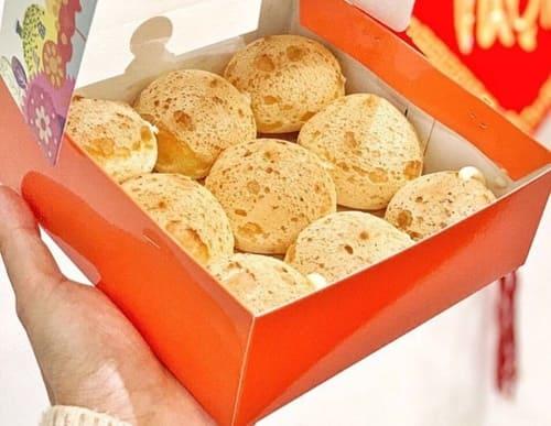 Bạn có thể chọn những chiếc bánh có nhân kem tươi truyền thông như thế này. Một hộp Chewy Junior gồm 9 chiếc bánh size mini vị Mini Vanilla có giá 65.000 đồng. Nếu bạn yêu thích hương vị truyền thống thì đây là sự lựa chọn phù hợp với bạn đấy!