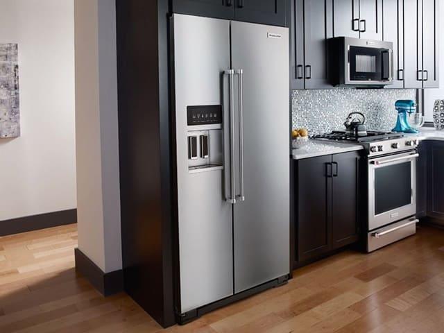 Tuy đây là một chiếc tủ lạnh hiện đại nhưng nó sẽ không phù hợp với những căn bếp quá nhỏ