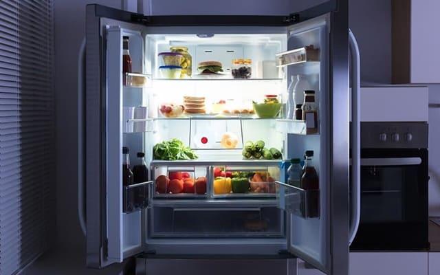 Bạn nên kiểm tra các chi tiết bên trong tủ lạnh để chắc rằng mình đã mang về một chiếc tủ lạnh ưng ý nhất