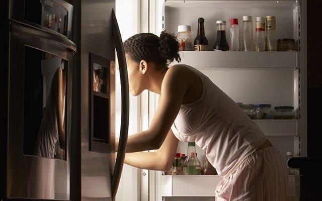 Kiểm tra kỹ bóng đèn trong tủ lạnh cũ đã qua sử dụng