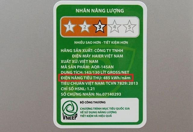 Ngoài cách tính điện năng tiêu thụ cho thiết bị điện, bạn có thể đọc thông số này trên nhãn dán sản phẩm