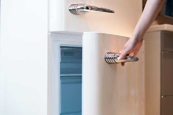 Tủ lạnh không kín cũng là nguyên nhân khiến cho nhiệt độ tủ lạnh không lạnh