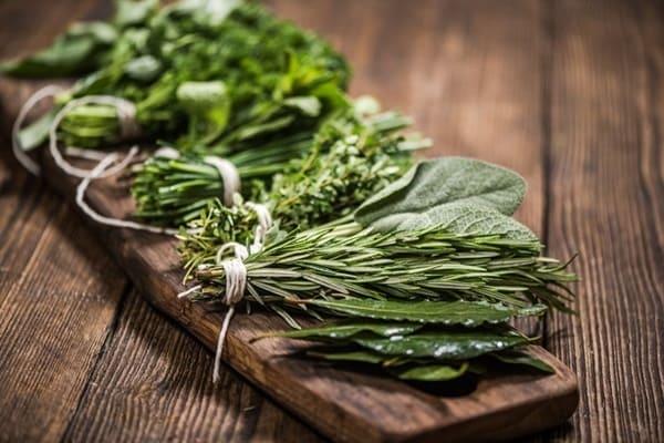Sản Phẩm Có Chứa Vitamin và Các Dược Liệu Thiên Nhiên