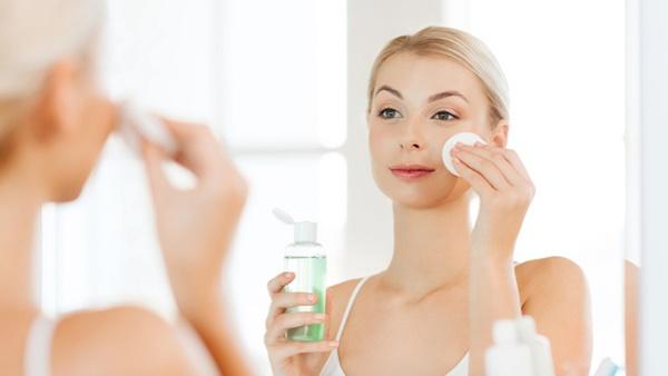 Làm sạch da mặt